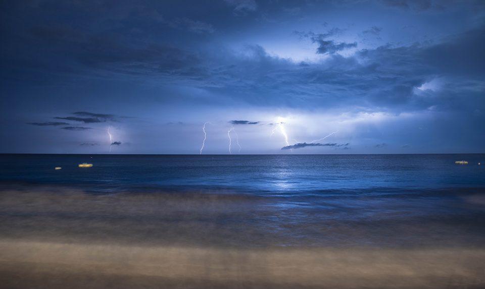 Fulmini al mare - fotografia - istanti in viaggio - fotografare con il maltempo -Come sfruttare il maltempo per ottime foto