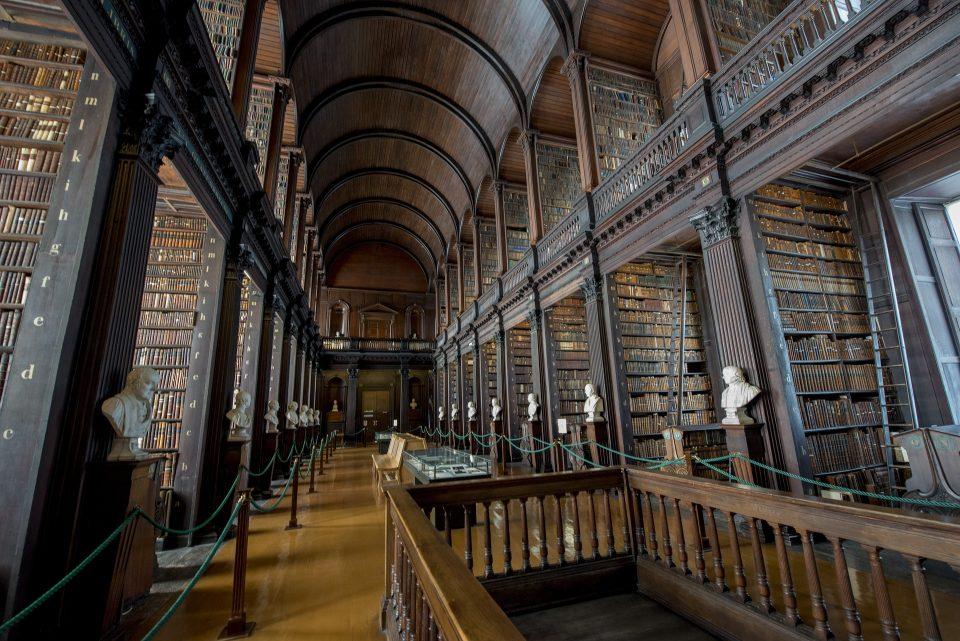 Long Room library - Trinity College - dublino - dublino in due giorni - istanti in viaggio
