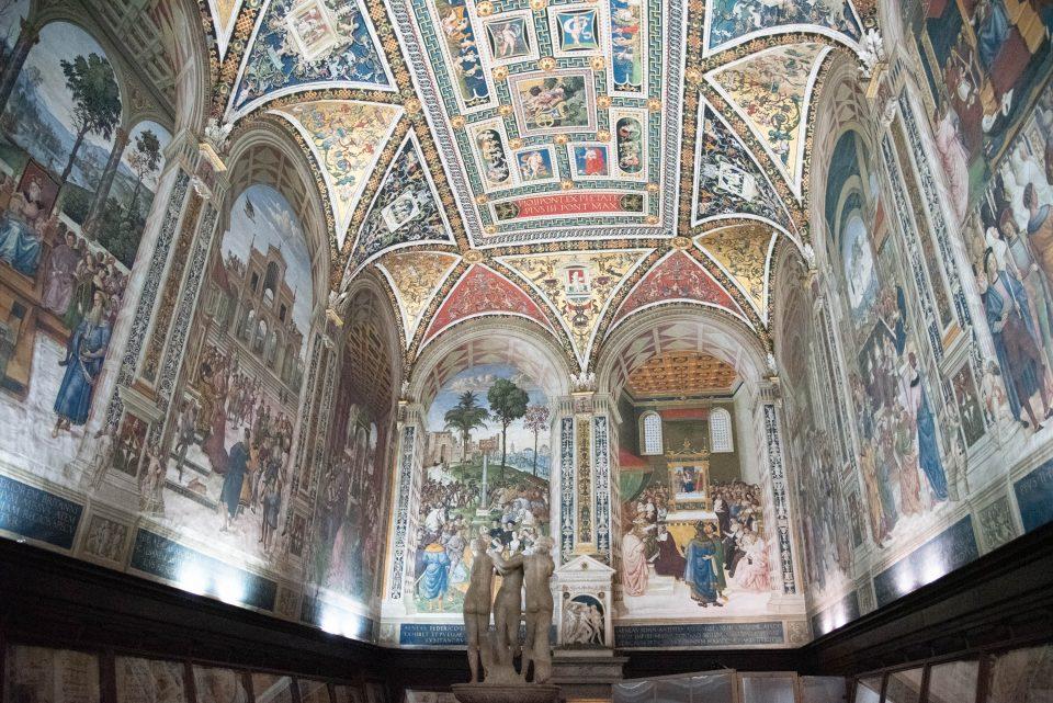Siena, Siena da visitare, cosa vedere a siena, istanti in viaggio, battistero siena, libreria piccolomini,